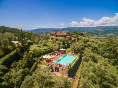 Photo for Tuscany villa with infinity pool