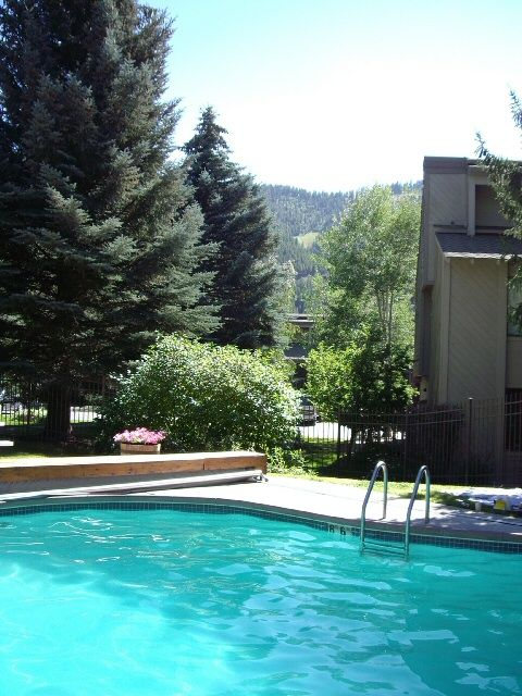 Charming River Run Condo With Pool And Mountain View Sun