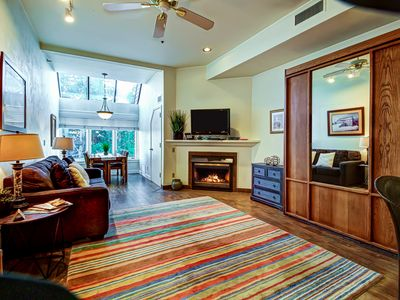 Photo for Cozy ski-in/ski-out condo w/ a shared hot tub - walk to lifts & restaurants