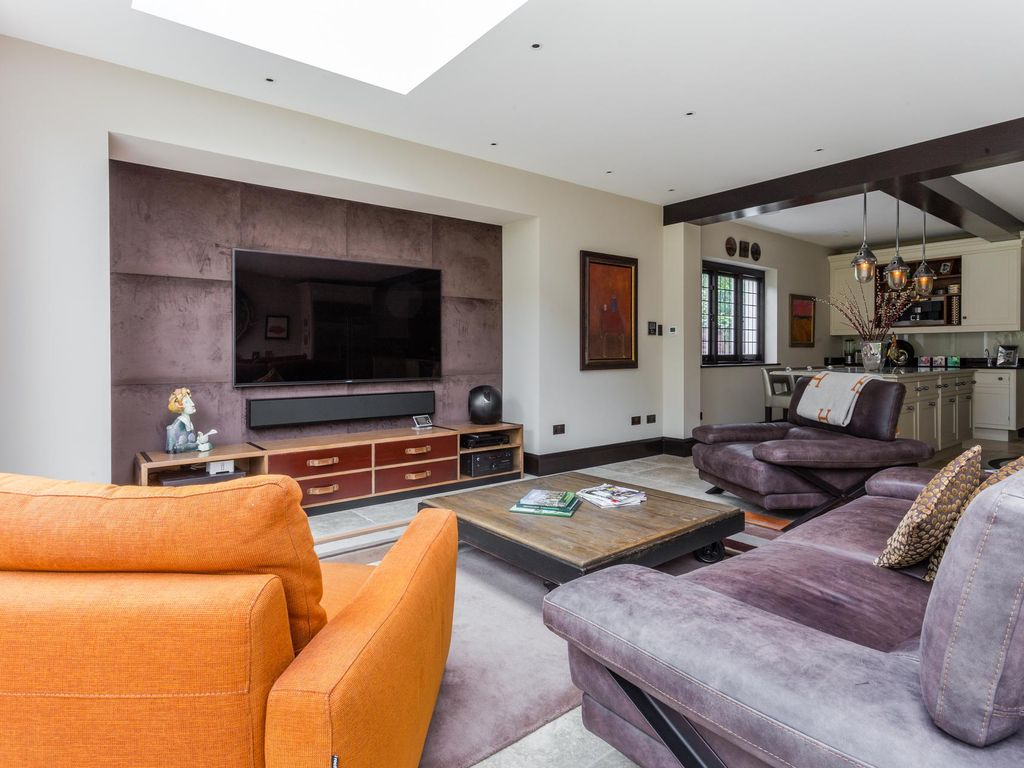 Vanbrugh Road - luxury 4 bedrooms serviced apartment - Travel Keys