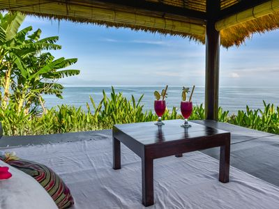 Photo for 5 * Seafront villa 'Bagus', private chef, private pool & big garden, coral reef