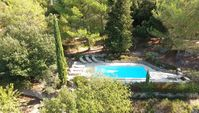 Great property for large family/group to relax and enjoy slow pace but close enough to everything!