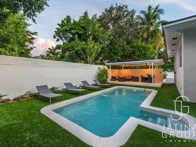 Photo for New renovated Villa with 7 Beds, Sleeps 14, Pool, Basketball, ping pong
