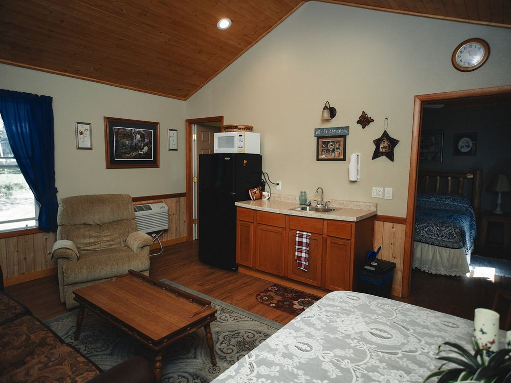 dells brook bed vacation home cabins in spring bedrooms banner resort bedroom wisconsin homes rentals