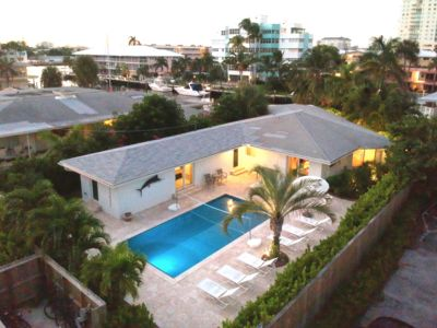 Heated pool. Waterfront. Near Citybeach. Fenced. Healthy. Safe. Tropic relax.