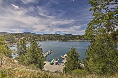 Stroll to the lake just down the hill from this Arrowhead Woods Community property.