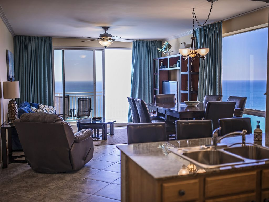 Outstanding View of Sunsets-Luxurious Corne... - VRBO