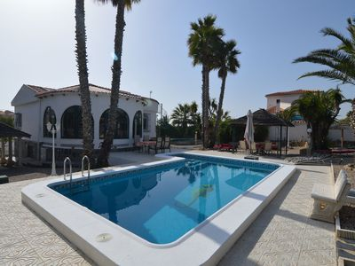Photo for Enclosed, detached villa (180 m) with swimming pool.