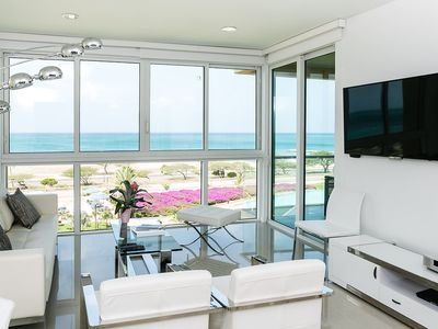 Photo for Modern Condo combined with a perfect Ocean View. 3BDR Blue-426
