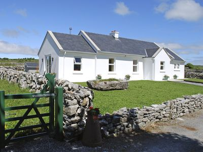 Photo for DOLMEN COTTAGE, pet friendly in Kilfenora, County Clare, Ref 3904
