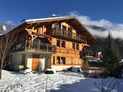 Photo for Large Chalet with garden, 5 bedrooms, mountain views, near Samoens center