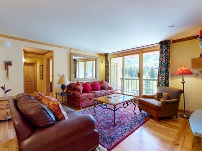 Photo for Homey ski-in/ski-out condo w/ mountain views, sofabed, shared hot tub & pool