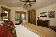 6 Bedroom Blue Moose Lodge  - Sleeps 16, Access to Spa and Pools