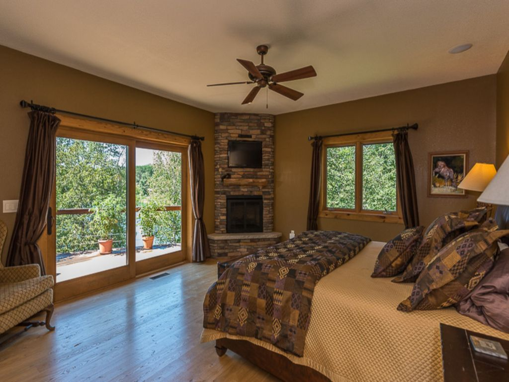 Ultimate luxury and privacy 6000 sq ft lodge 5 acres for 6000 square feet