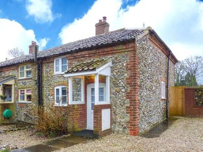 Photo for BROOM COTTAGE, pet friendly, with a garden in East Rudham, Ref 31019