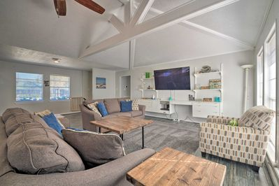 An open layout makes it easy to entertain!