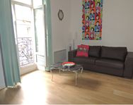 spacious well appointed flat just off historic centre