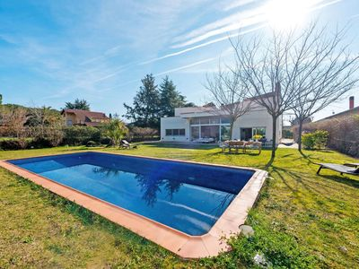 Photo for Lovely apartment for 10 guests with private pool, WIFI, TV, pets allowed and parking