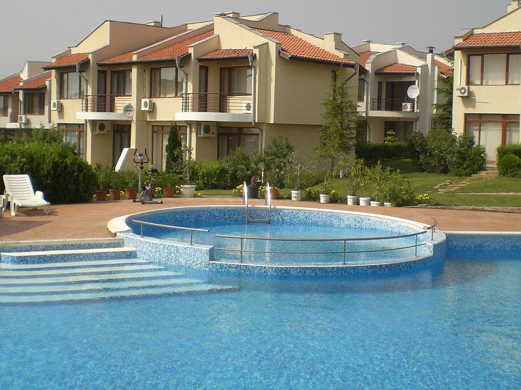 Villa for 6 with balconies pool near sunny beach sunny - Sunny beach pools ...
