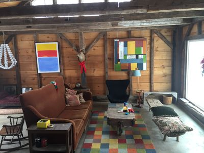 Renovated Barn 1 King Bed Studio and Entertainment Space