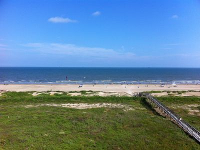 Photo for Enjoy the view and convenience of staying beachside!