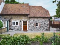 We thoroughly enjoyed our stay in this delightful cottage.