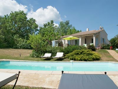 Photo for Provencal villa with heated private pool and panoramic views, 2 km from village