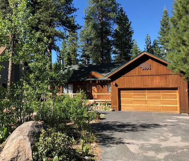 3bd 2ba indian hills grizzly bear cabin at homeaway for Indian bear lodge cabins