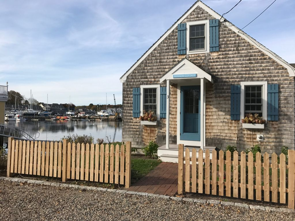 Newly renovated in town waterfront cottage kennebunkport for Waterfront cottage
