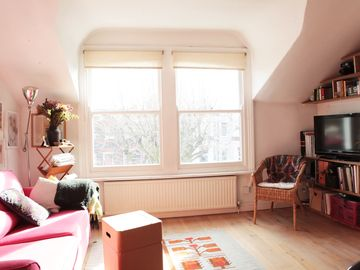 Very Cosy and spacious 1 Bedroom flat in Queens Park, 5 min walk to the tube.