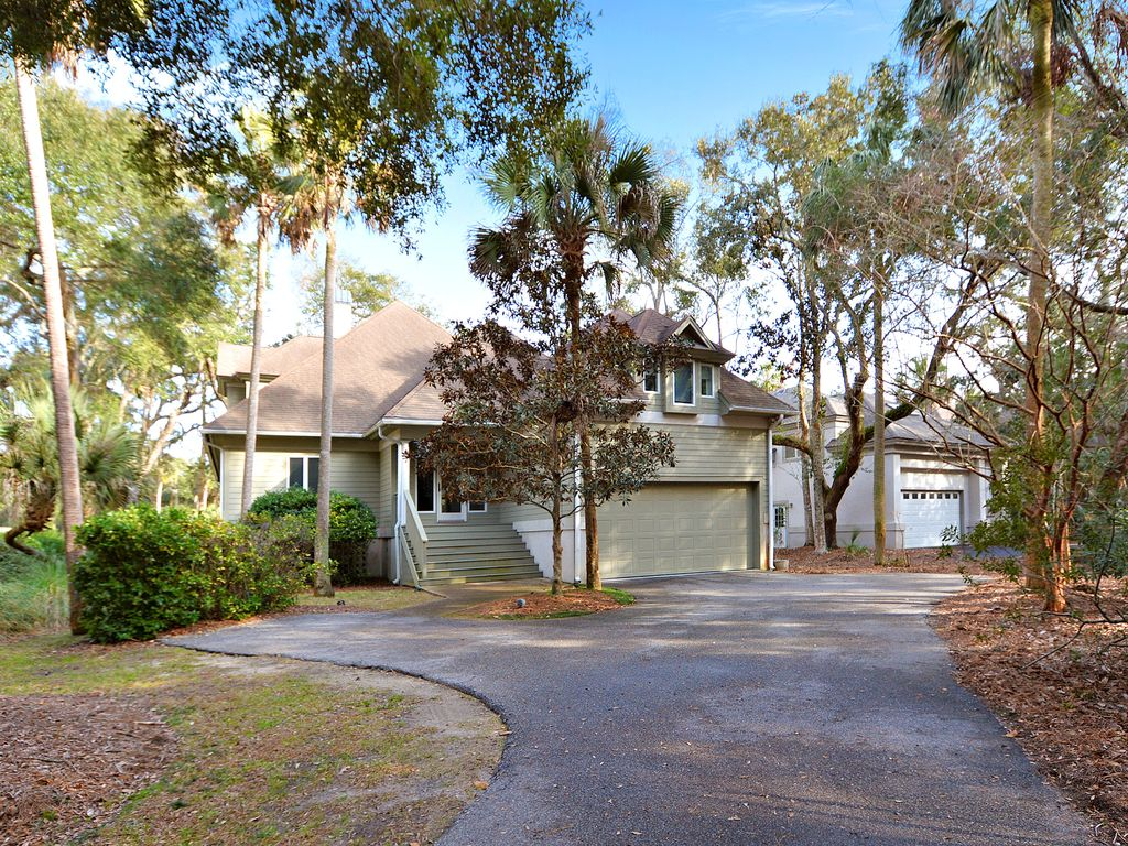 Accommodating seabrook island beach home w fairway views for Fairway house