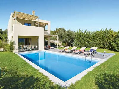 Photo for Well-furnished villa with pool and Jacuzzi, close to the harbour and other attractions