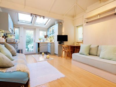 Photo for Charming & cute studio in lively neighbourhood close to parks and pubs (Veeve)