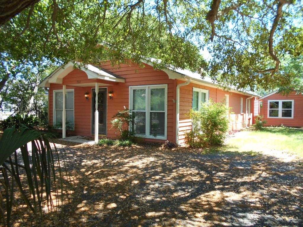 Very cute one level home no stairs only 2 5 blocks from for Really cute houses