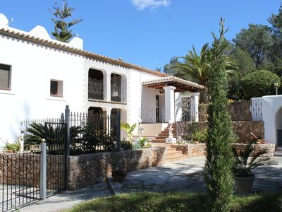 Photo for Magnificent country house with garden and private pool onheinde
