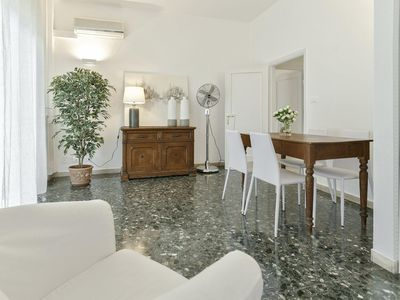 Photo for Spacious Margareth  apartment in Porta al Prato with WiFi, air conditioning, balcony & lift.