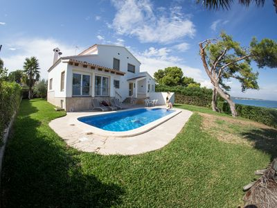 Photo for Cosy house with pool, for 8 persons, right by the beach
