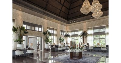 Grand Luxxe reception and lobby area