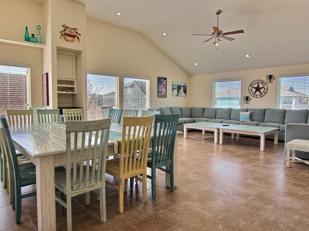 Multi family getaway private poolw sunset homeaway for Multi family beach house rentals