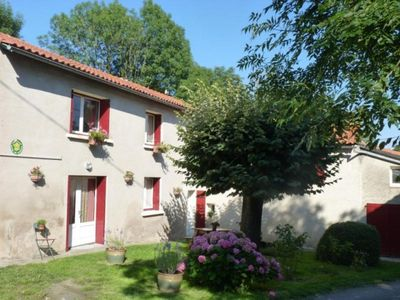 Photo for Gite Montredon-Labessonnié, 2 bedrooms, 4 persons