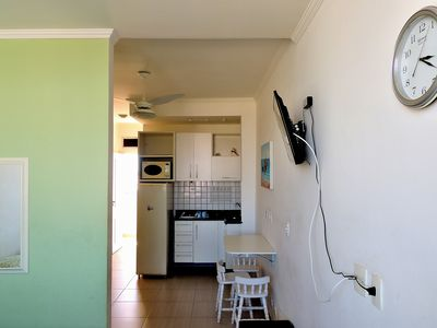 Photo for Guarujá, Praia das Pitangueiras, Flat with services, one block from the beach.