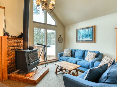 Photo for Lovely multi-level cabin w/ balcony, loft, fireplace & great mountain views!