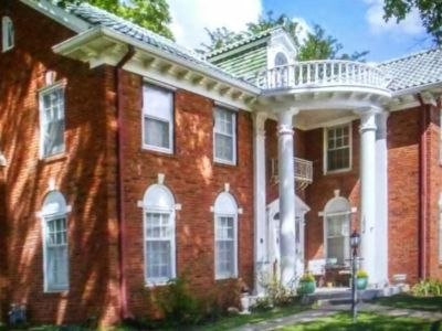 Spacious 4000 Sq Ft historic home, across from Washburn University; Near to Expo