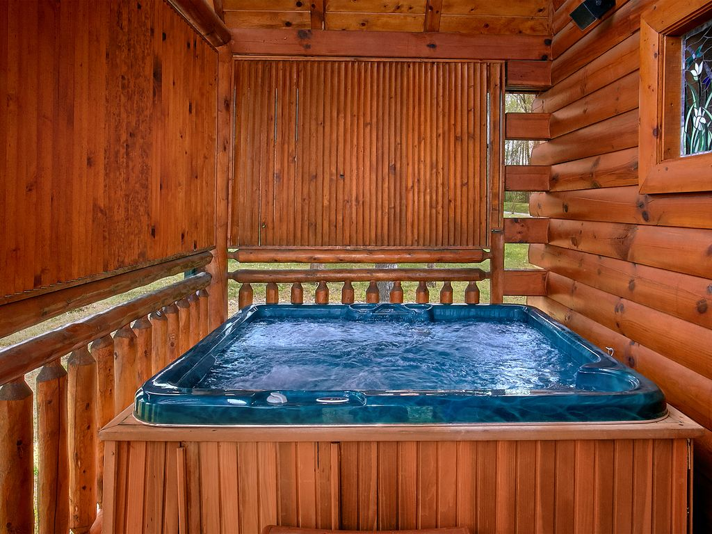 Amazing Cabin With Private Indoor Pool Pool Theater And Outdoor Fire Pit Pigeon Forge Sevier