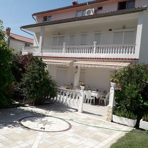 Photo for Holiday house with terrace, barbecue and internet