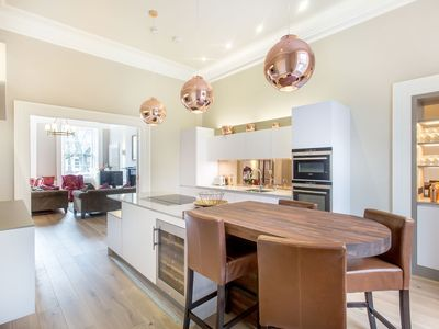 Photo for Ultra Luxe Heart of the City 3bed/3bath Apartment