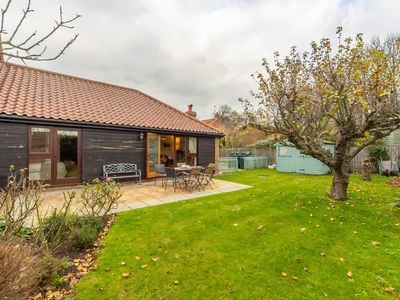 Photo for A charming property on a quiet lane, close to the centre of Cley-next-the-Sea.