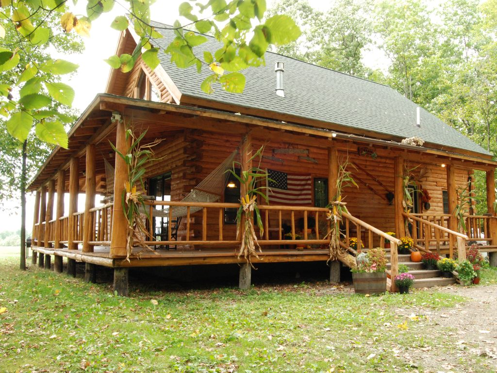 Winter fun special hot tub campfires pool table gm rm for Lake champlain cabins and cottages