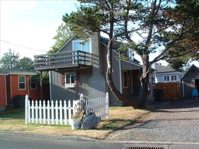 Photo for Super Cute. Close to Beach. Easy walking distance to Downtown.