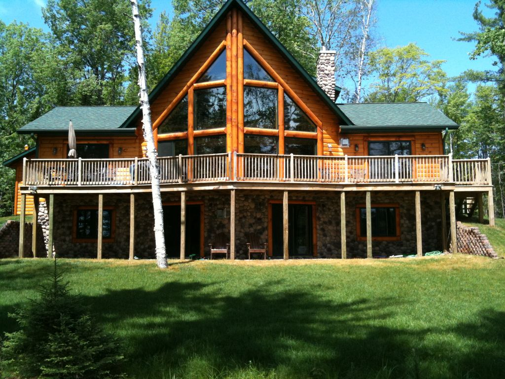 Large log cabin on beautiful chain of lakes homeaway for Huge log homes